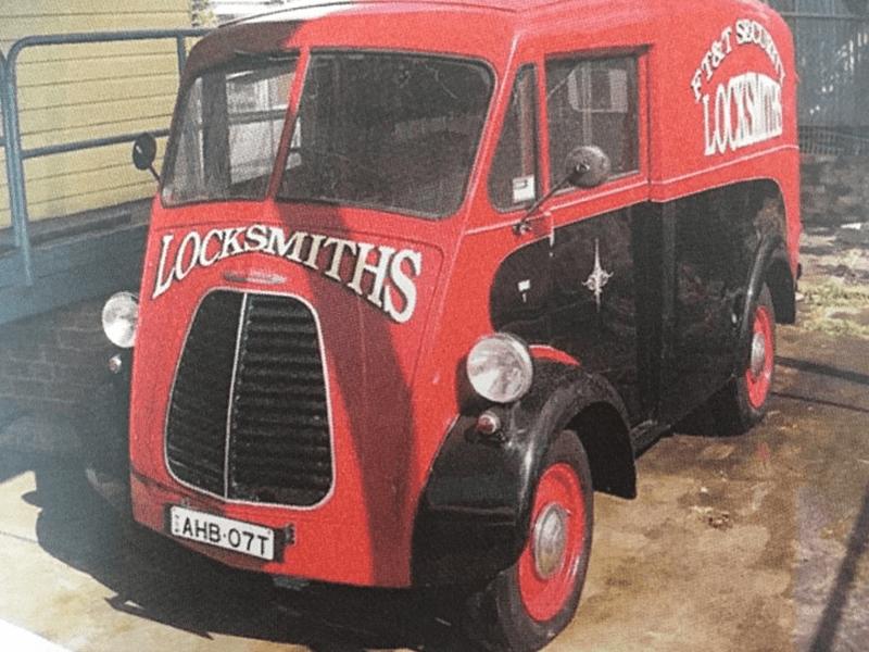Pickfords Heavy Haulage - Morris Commercial J-Type
